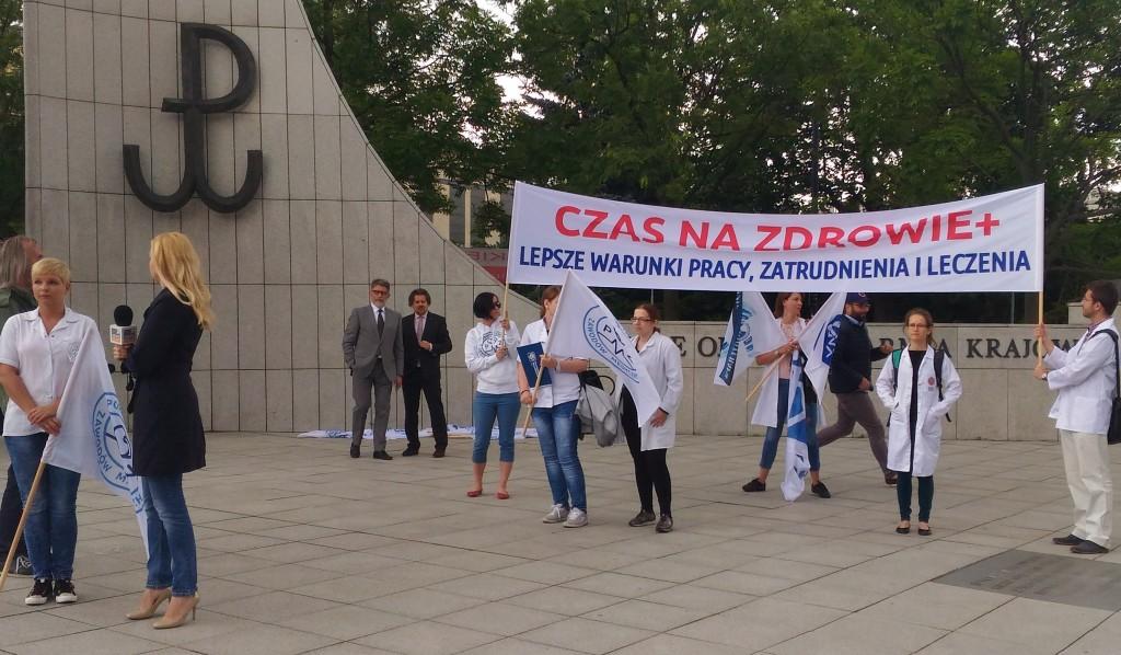 Pikieta-Porozumienia-Zawodow-Medycznych-Sejm