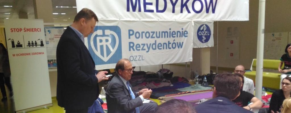 Julian-Wróbel-Andrzej-Sawoni-protestujący