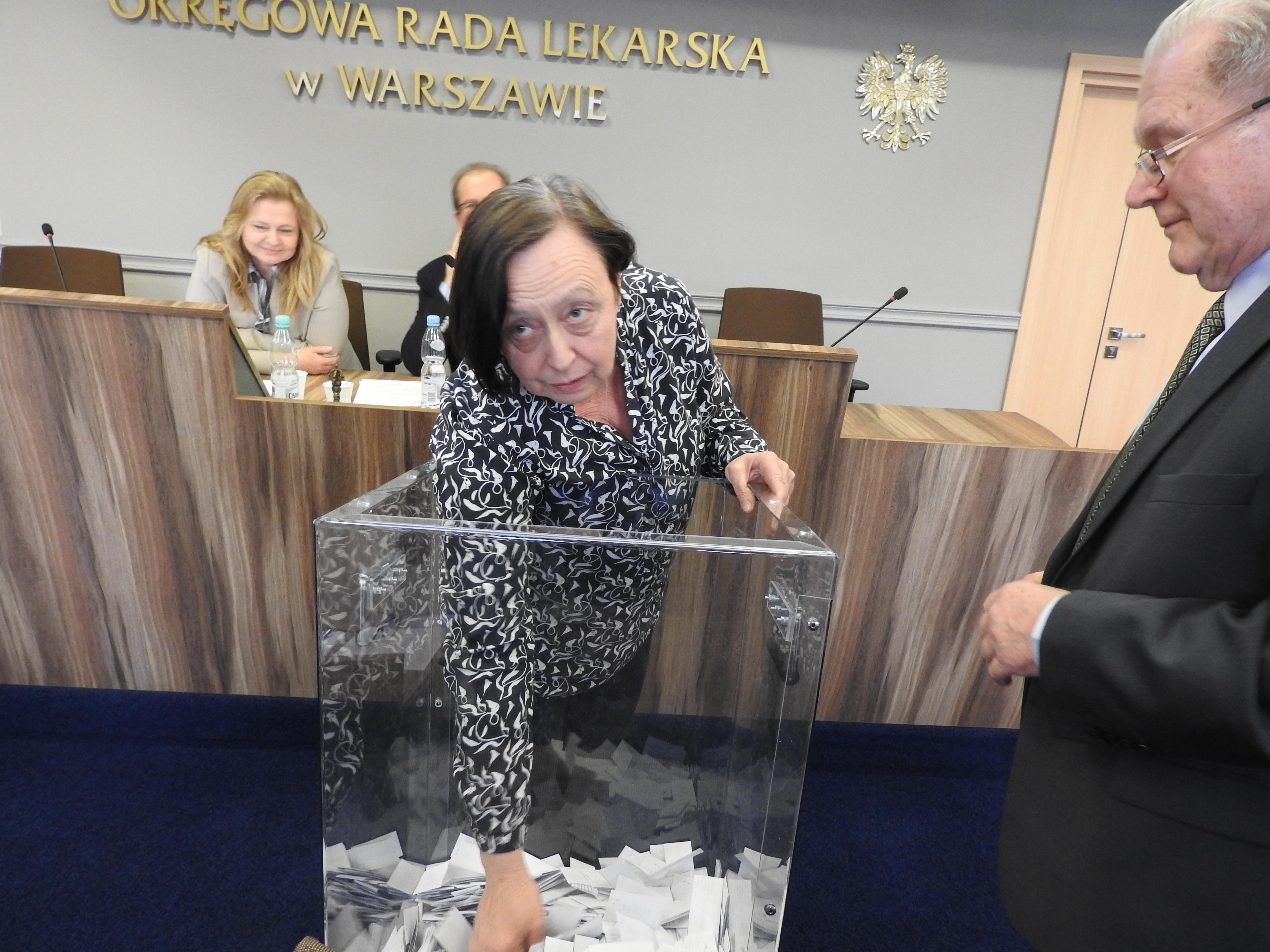 440615c2dd03c1 Losowanie nagród ufundowanych przez OIL w Warszawie dla lekarzy i lekarzy  dentystów